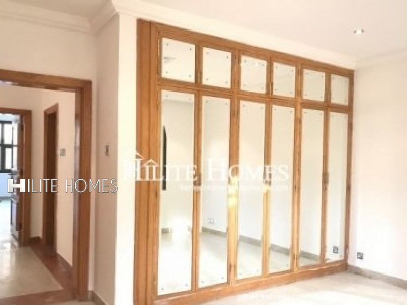 Three bedroom floor for rent in Abu al Hassaniya
