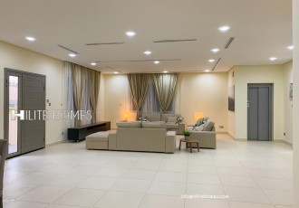 Luxurious five bedrooms villa available for rent in Massayil
