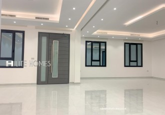 Luxury 4 bedrooms  floor for rent in Abu Fatira